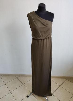 Вечернее платье на одно плечо с разрезом сбоку