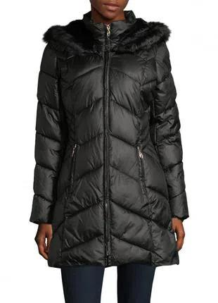Черная зимняя куртка с капюшоном