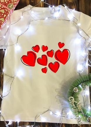 Мужская футболка с принтом - сердечка