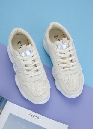 Женские кроссовки, бежевые.