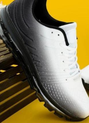 Черно -белые мужские кроссовки