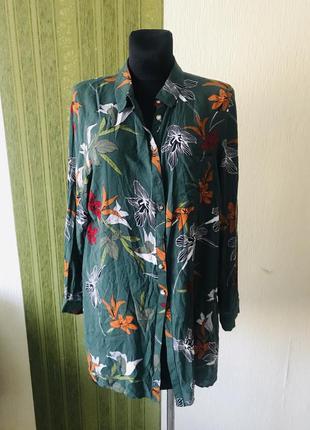 Яркая удлиненная блузка в цветах
