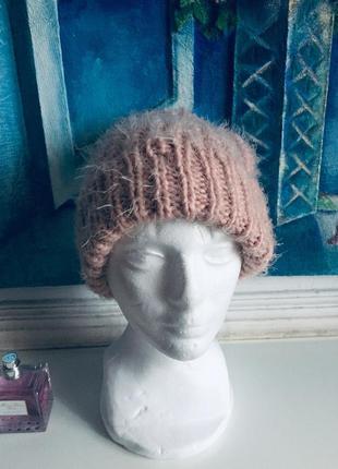 Розовая пушистая шапка с балабоном