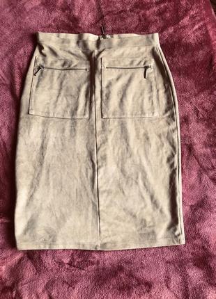 Бежевая юбка карандаш под замш