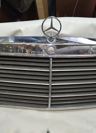 Решетка радиатора Mercedes 124