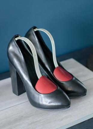 Туфли кожаные villain, вьетнам 38р женские на каблуке бу