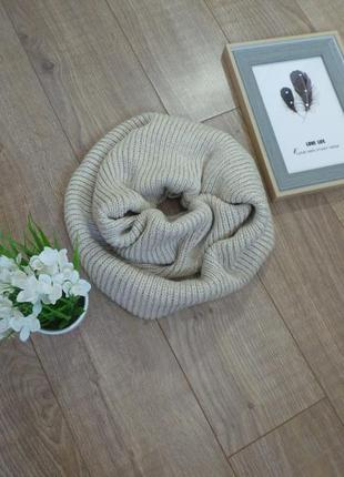 Бежевый тёплый шарф-снуд