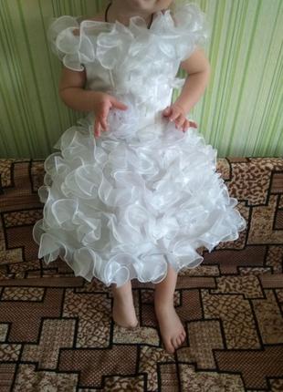Платье  праздничное на девочку 2-3 года