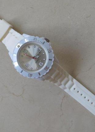 Качественные  наручные часы унисекс
