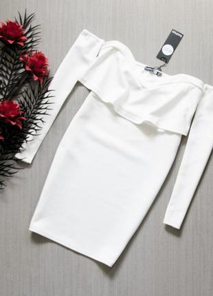 Белое нарядное вечернее платье boohoo с открытыми плечами