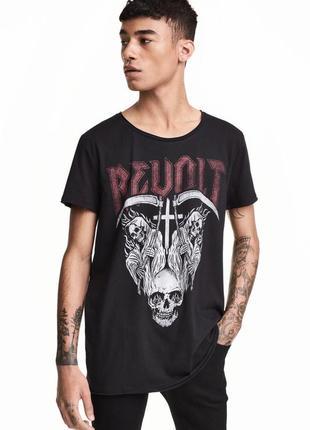 Темная футболка h&m с принтом revolt !