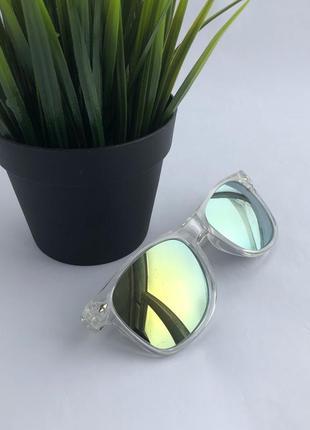 Прозрачные солнцезащитные очки с зеркальными стёклами !