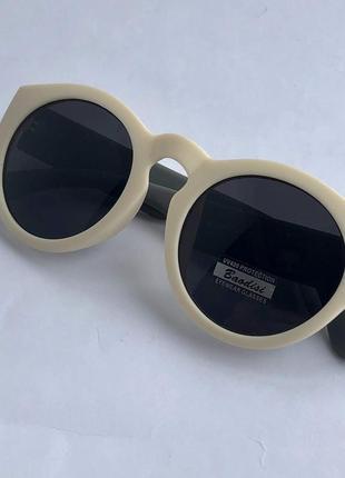 Белые солнцезащитные очки ! uv400