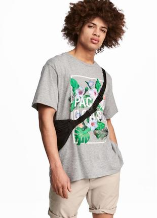 Серая футболка h&m с принтом !
