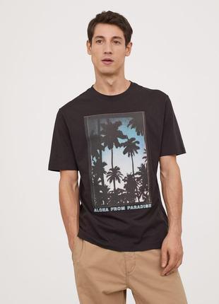 Темная футболка h&m с принтом !