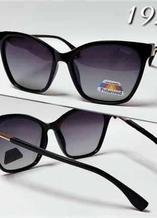 Женские солнцезащитные очки черные классика поляризированные