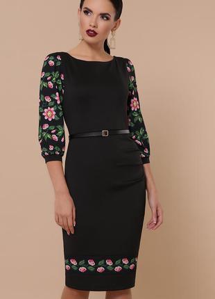 Черное облегающее платье - классика женского гардероба