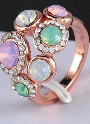 Кольцо с разноцветными камнями позолота ро р. 17