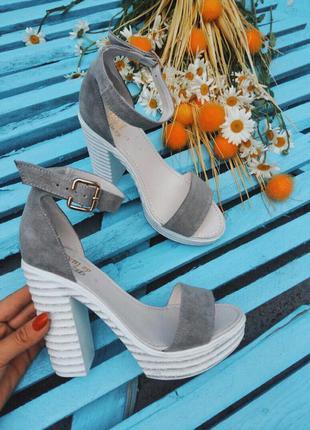 Босоножки на высоком каблуке туфли