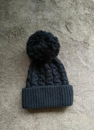 Вызанная шапка с балабоном