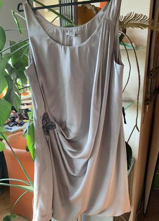 Красивое платье стального цвета