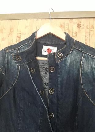Джинсовая люксовая куртка с рисунком вышивкой на спине blue co...