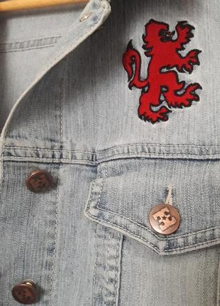 Голубой джинсовый жилет с вышивкой куртка жилетка бренд enemy