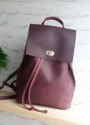 Новый кожаный рюкзак.