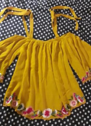 Нарядная блузка открытые плечи вышивка цветы вискоза