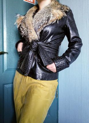 Шикарная кожаная куртка с натуральным мехом и широким поясом