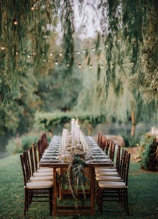 Аренда деревянного стула Кьявари коричневого цвета, махагон