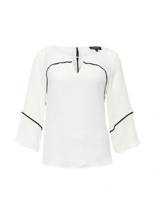 Белая блуза с контрастной отделкой