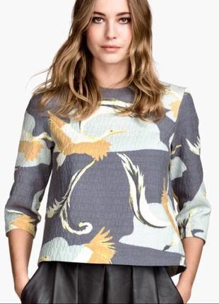Стильная фактурная блуза с принтом журавли