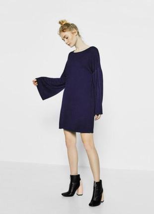 Эффектное платье с широкими рукавами