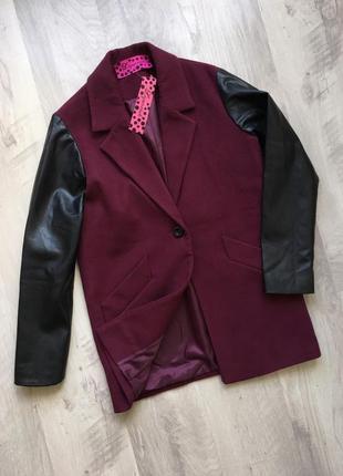 Пальто весеннее колорблок с контрастными рукавами liquorish asos