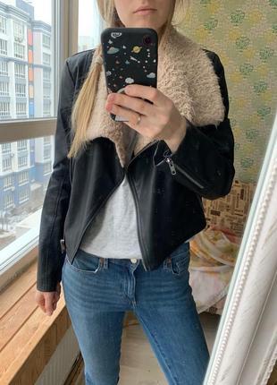 Куртка кожанка косуха asos с меховым воротником весенняя