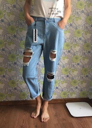 Джинсы бойфренды мом джинс с дырками рваные asos