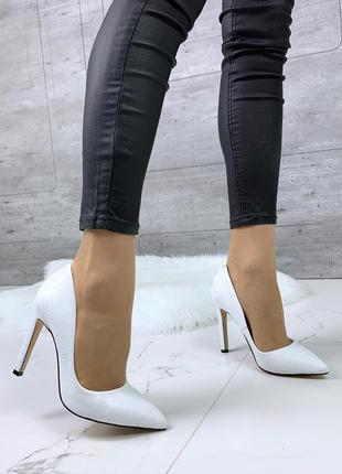 Шикарные белые туфли из натуральной кожи на шпильке