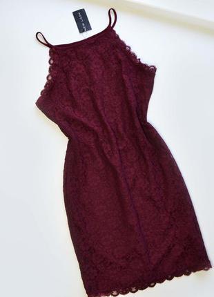Кружевное платье цвета марсала бордовое