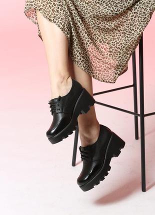 Туфли кожаные женские на платформе тракторной подошве шнуровка...