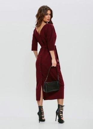 Эффектное трикотажное платье с v-образным вырезом на спинке и ...