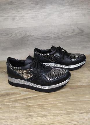 Кожаные кроссовки 36 размера от производителя