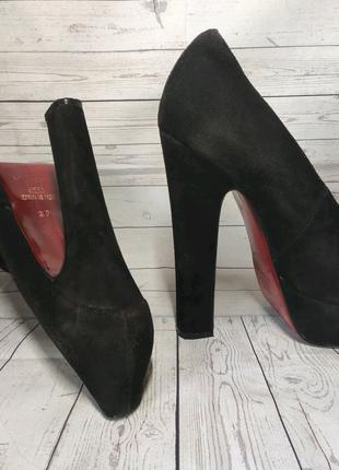 Замшевые туфли Christian Louboutin