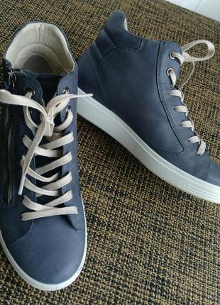 Кожаные кроссовки ботинки ecco 37 размер 24 см на мальчика