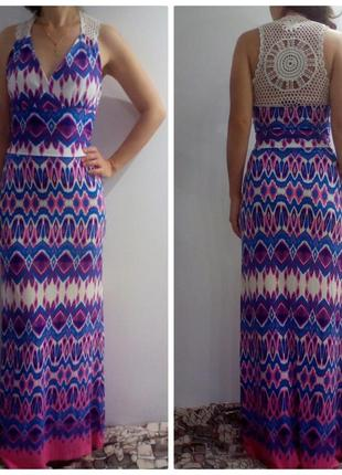 Красивое яркое платье с-хс