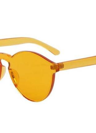 Солнцезащитные очки с цельной цветной линзой и оправой медово-...