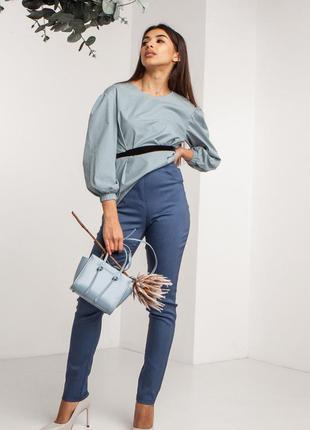 Облегающие джинсовые брюки с завышенной талией