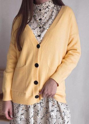Желтый кардиган свитер с карманами универсал