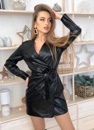 Черное мини платье на запах из эко кожы тренд хит сезона года ...