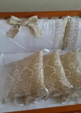 Комплект постельного в кроватку.
